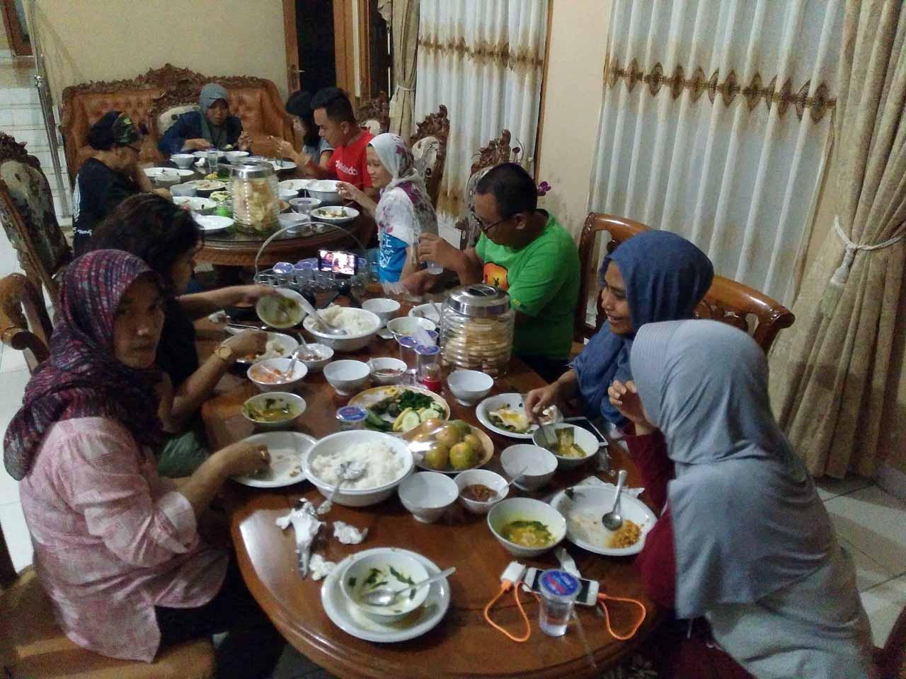 makan malam di guesthouse bupati lampung timur