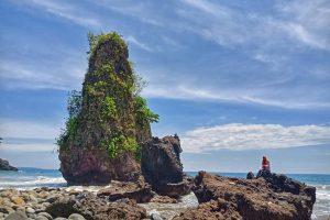 Pantai Batu Tihang - Tempat Wisata di Pesisir Barat - Keliling Lampung