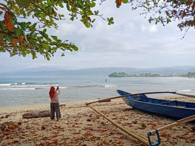 Pantai Labuhan Jukung - Tempat Wisata di Pesisir Barat - Keliling Lampung - 6