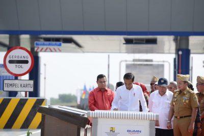 Ridho Ficardo dampingi Presiden Jokowi Resmikan Jalan Tol Terpanjang Di Indonesia - 7
