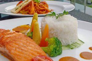 menu baru the square - hotel novotel lampung - Rollet Chicken Cheese Sous - Fettucinu Pasta Prawn Curry - Grill Salmon Saus Nusantara