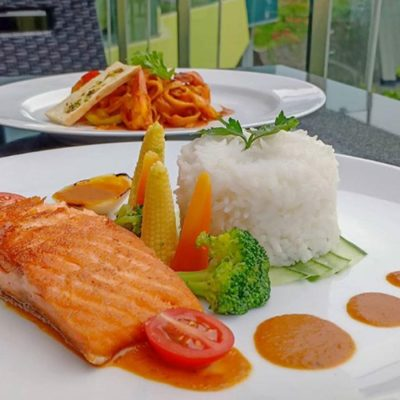 menu baru the square - hotel novotel lampung - Rollet Chicken Cheese Sous - Fettucinu Pasta Prawn Curry - Grill Salmon Saus Nusantara