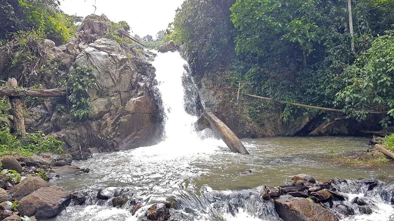 Air Terjun Kayu - curug di lampung utara - Yandigsa