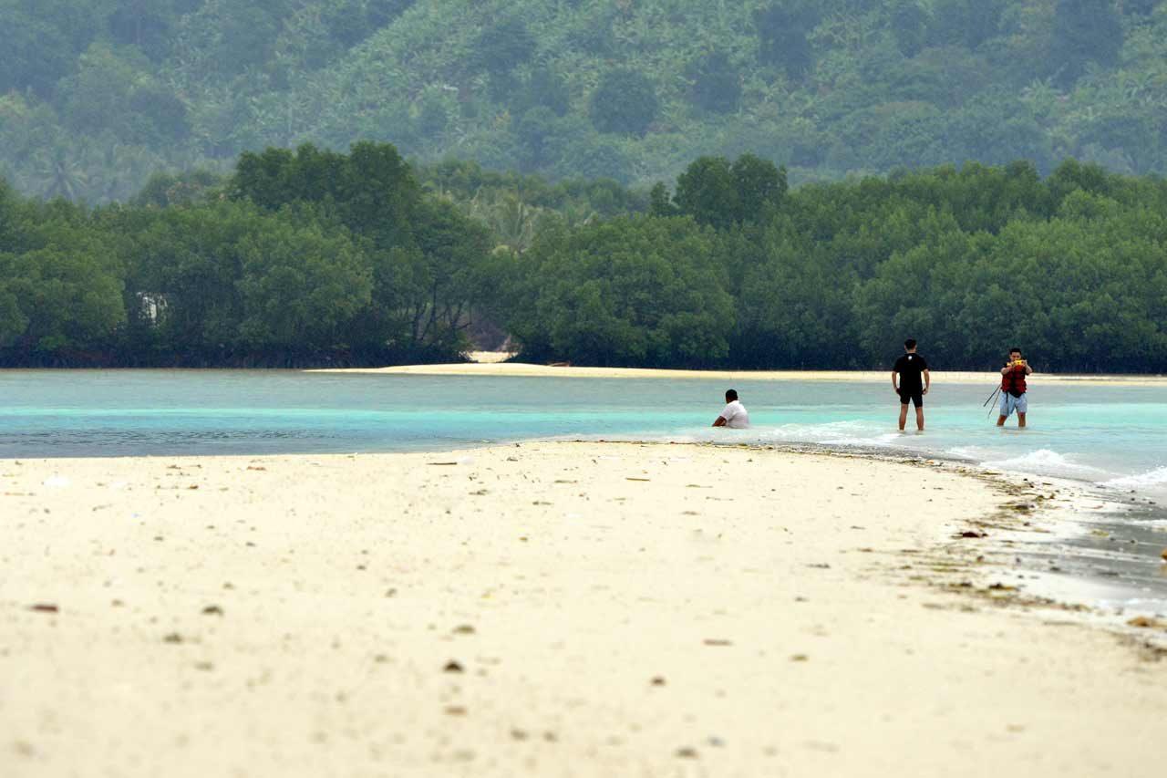 Pantai Mahitam - Pulau Cantik di Lampung - Yopie Pangkey - 9