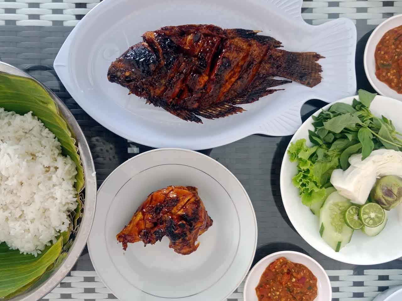 Ikan Kakap Bakar - Ayam Bakar - Warung Restu Bumi - Yopie Pangkey - Kuliner Lampung