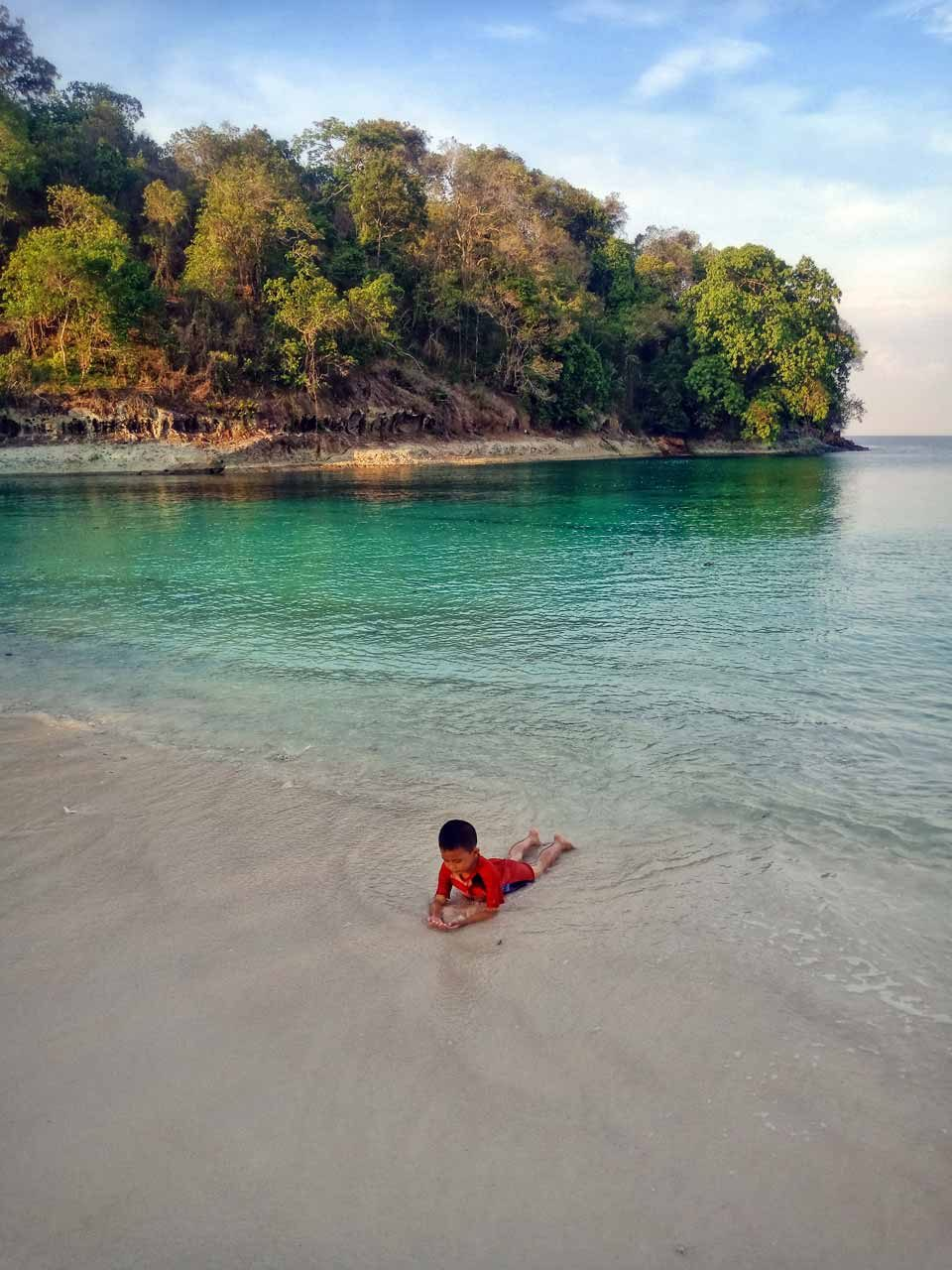 Pantai Teluk Hantu Pesawaran Lampung - kelilinglampung - Yopie Pangkey - 6