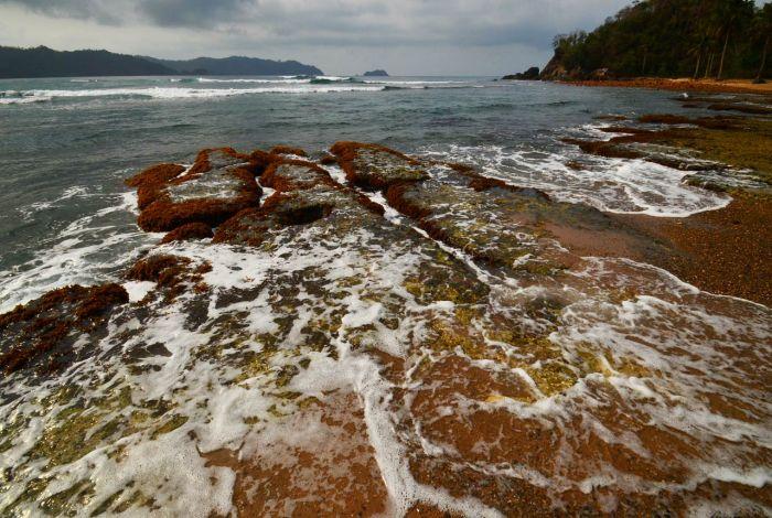 Gambar Pantai Batu Suluh - kelilinglampung.net - Yopie Pangkey - 1