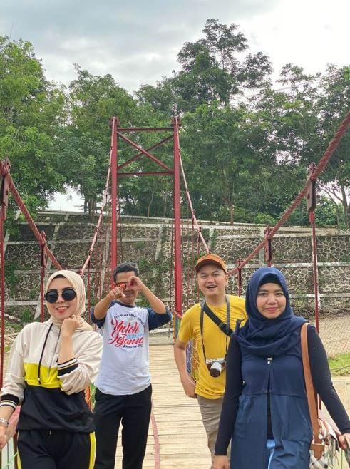 Jembatan Gantung Kali Akar - indra pradya - @duniaindra