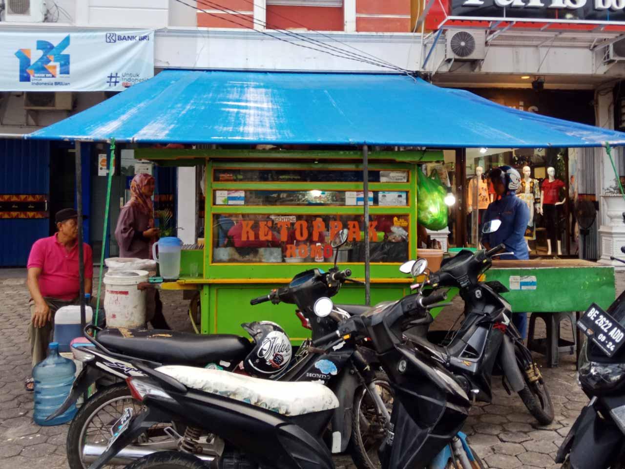 Ketoprak Empal Gentong Romo Enggal - kelilinglampung.net - yopie pangkey