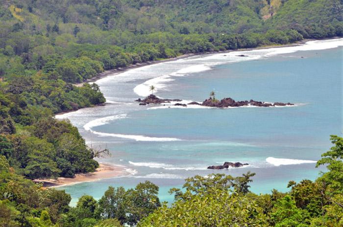 Pantai Batu Suluh - Tempat Wisata di kelumbayan  - Yopie Pangkey
