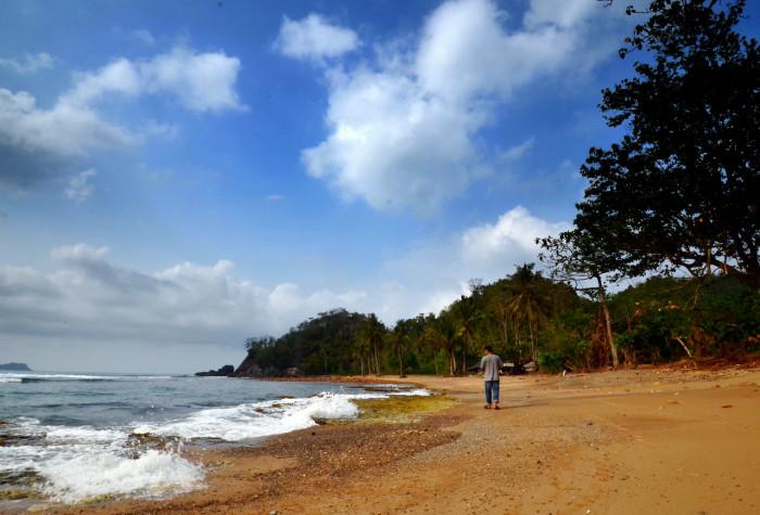 Pantai Batu Suluh - kelilinglampung.net - Yopie Pangkey