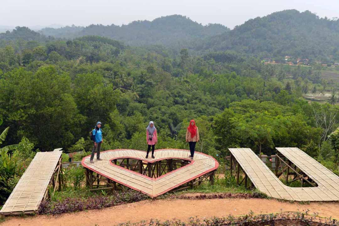 gambar bukit pangonan - tempat wisata di pringsewu yopie pangkey