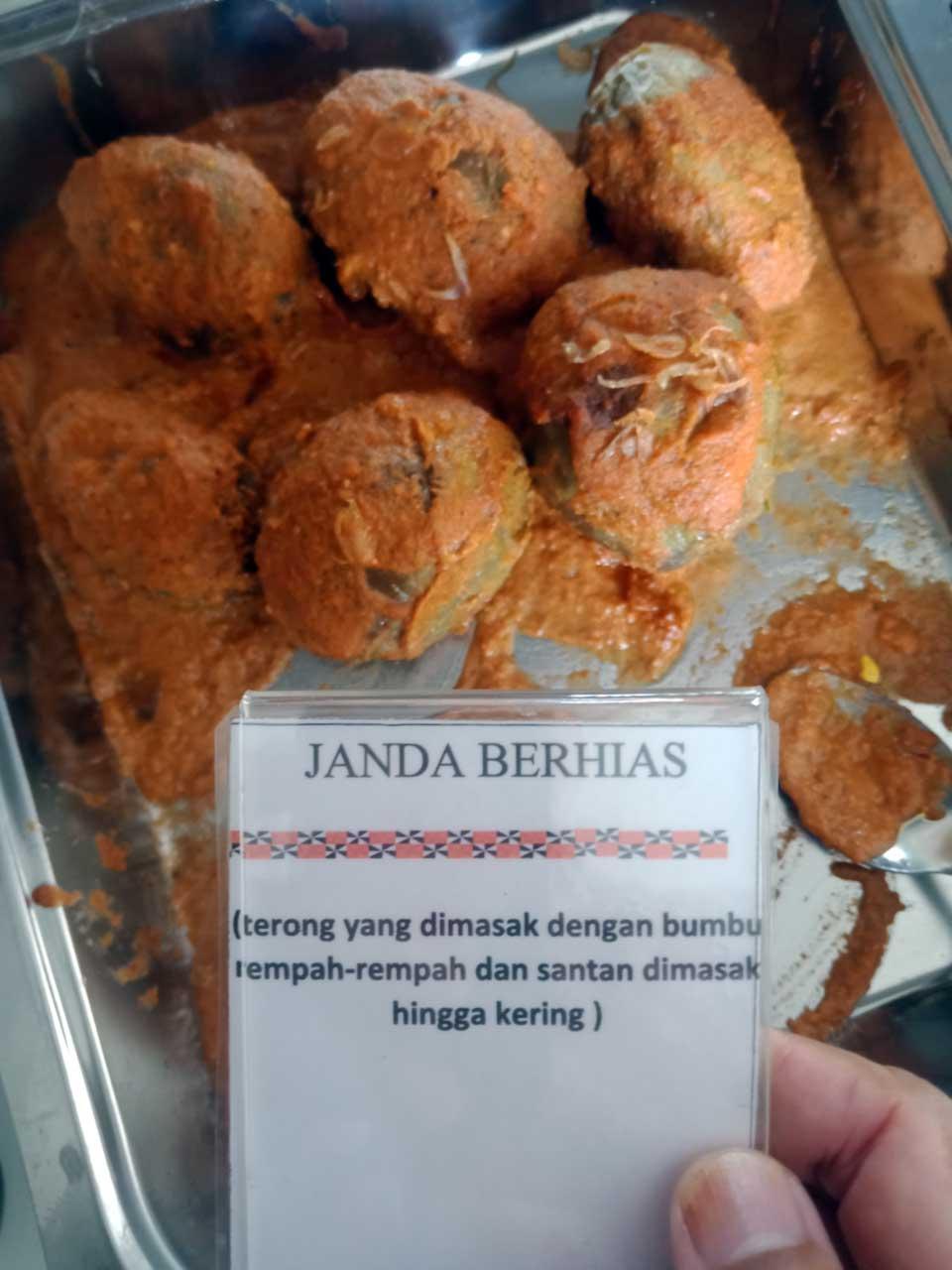 Makanan Khas Lampung - Rumah Makan Cikwo Prasmanan - kelilinglampung.net - Yopie Pangkey