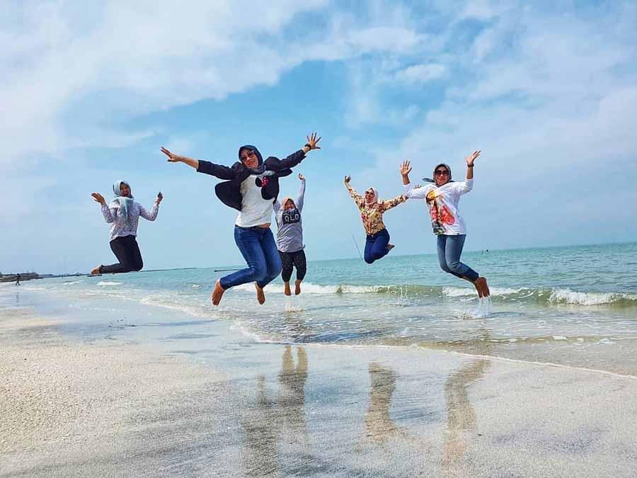 Pantai di Labuhan Maringgai Lampung Timur - @kurniaema