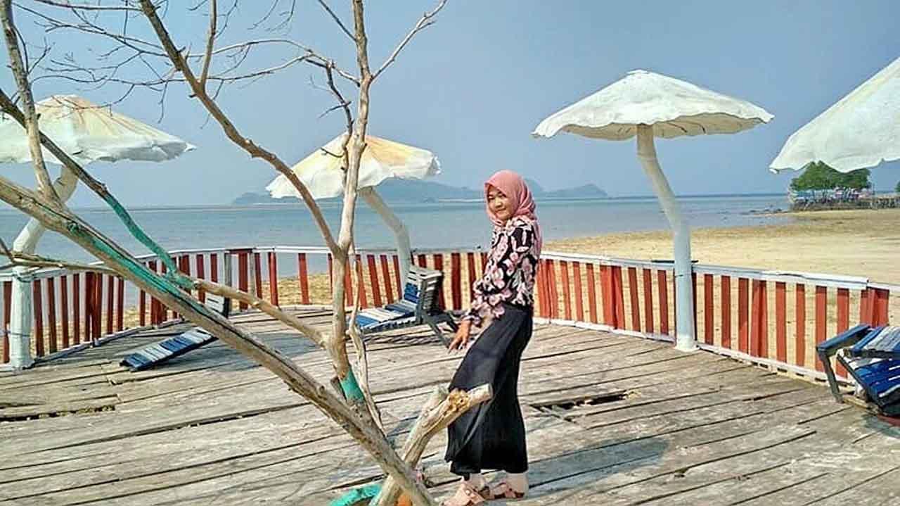 Foto gambar Dermaga Cinta Pantai Dewi Mandapa Pesawaran - lusioktavita