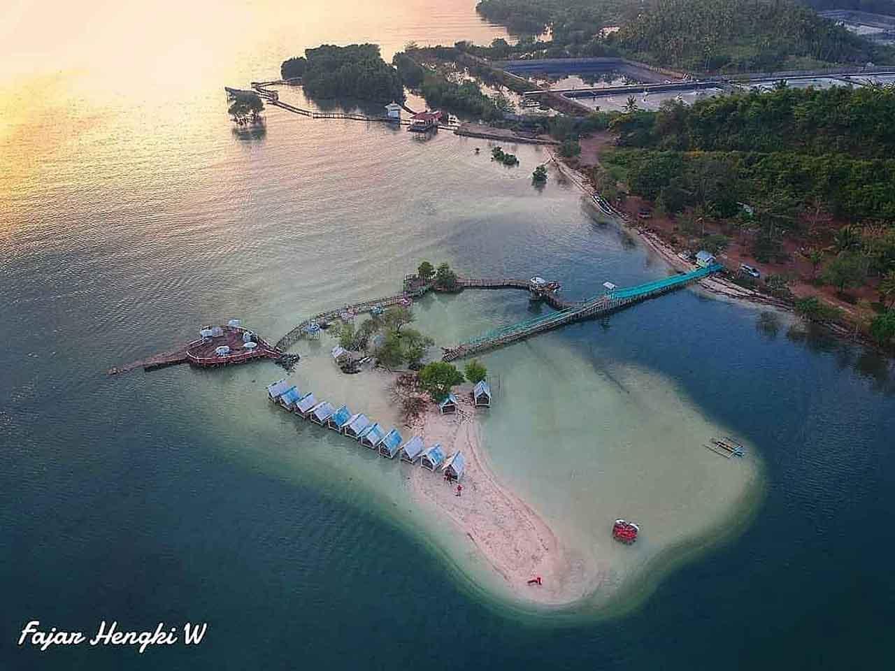 Pulau Cinta Pantai Dewi Mandapa Pesawaran -