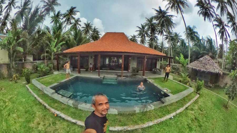 Villa di Krui- The Surf Villa Ujung Bocur Tanjung Setia - Yopie Pangkey