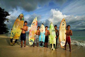 Foto Gambar Surfer Cilik Tanjung Setia Pesisir Barat - Budhi Marta Utama