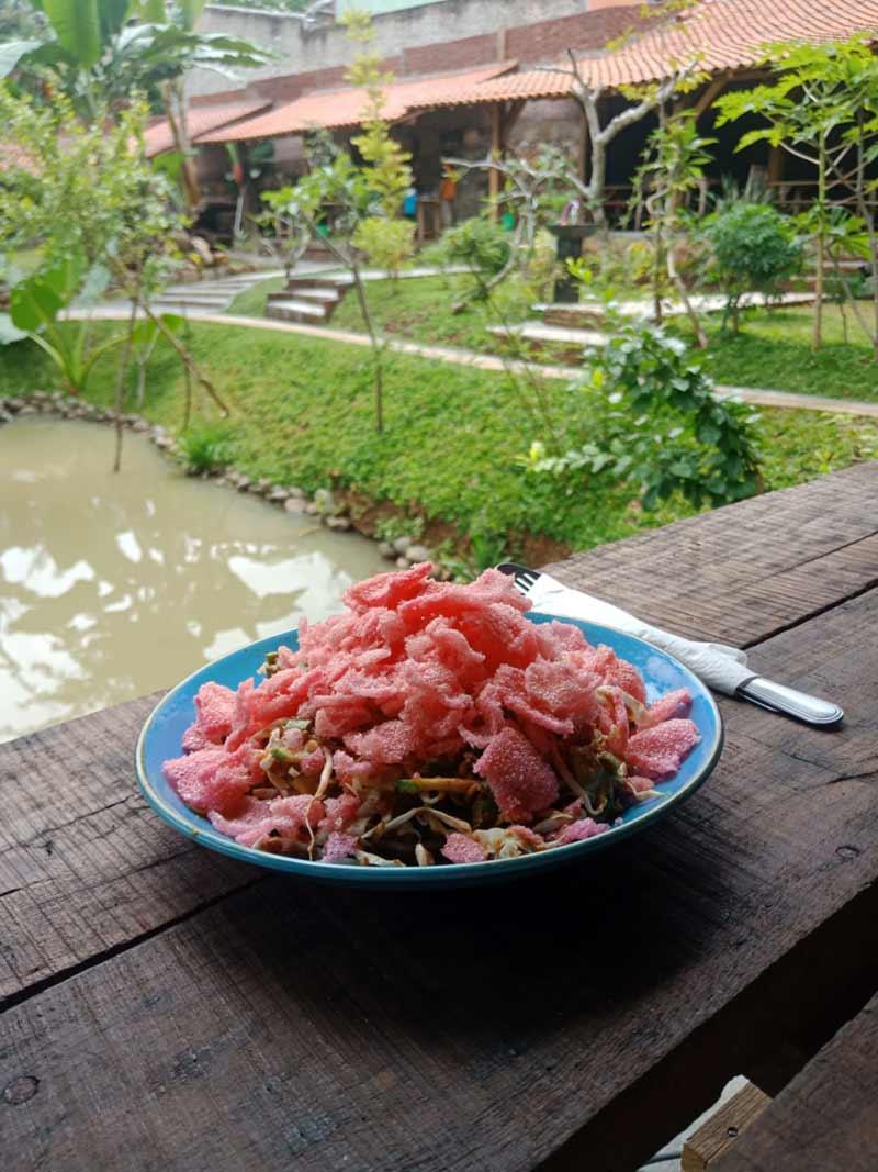 Makanan di MaknoniVillage Gunung Terang Langkapura Bandar Lampung - kelilinglampung.net - yopiefranz - 6