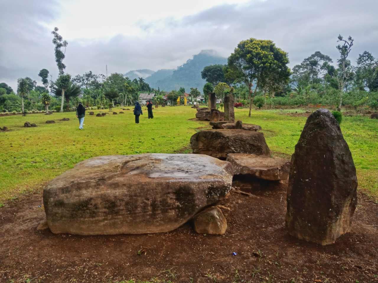 Foto Gambar Situs Megalitikum Batu Berak Lampung Barat - kelilinglampung.net - Yopie Pangkey - 4